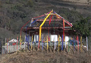 His Holiness consecrates Wache Dzong-