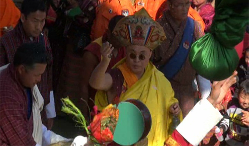 His Holiness consecrates Wache Dzong