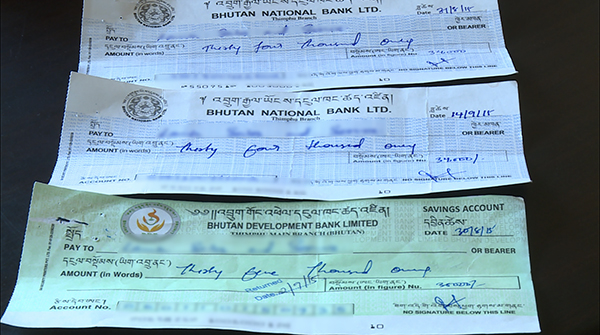 Conman issues fake cheques