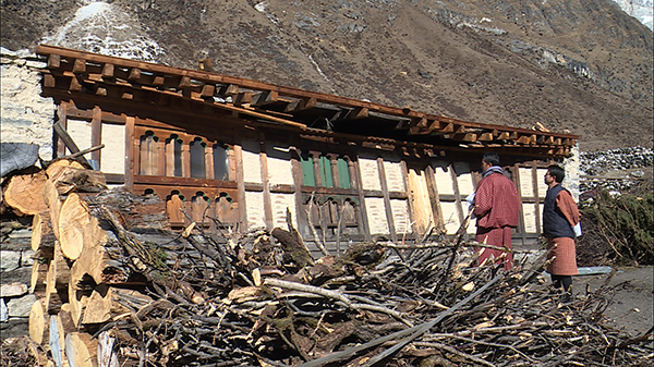 Foreign minister visits windstorm-ravaged Lunana