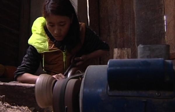 Women take up lacquering in Trashi Yangtse