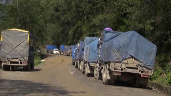 Over 300 truckers fined for overloading in Zhemgang