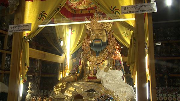 His Holiness consecrate Zhabdrung Ngawang Namgyel's statue