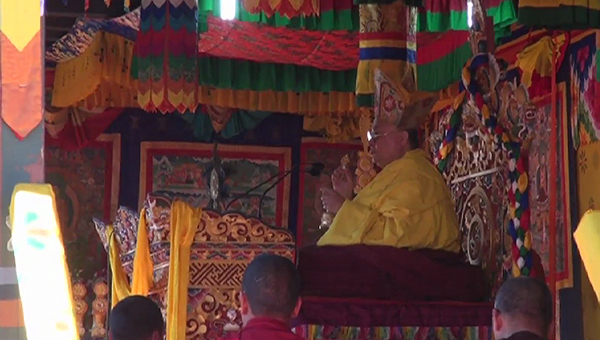 thousands-receive-tshewang-from-his-holiness